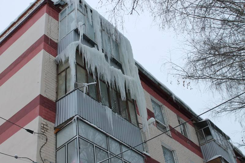 Активисты ОНФ в Мордовии выявили в Саранске, Лямбире и Рузаевке свисающие с крыш домов сосульки