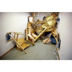 Утилизация столов, стульев и тумбочек