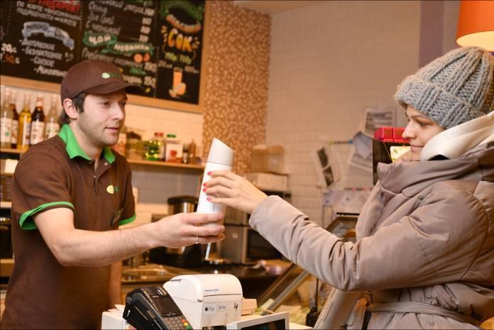 За кофе «Азбуку Вкуса» - со своей кружкой