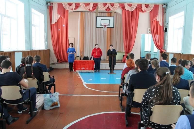 Активисты ОНФ в Мордовии провели для школьников Ковылкина экологическую акцию «Пластиковая гора»