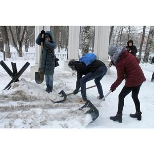 Вологодские активисты ОНФ организовали акцию «Снежный десант» в парке Победы