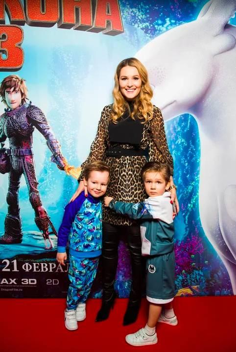 Дети Марии Кожевниковой, Зары, Юлии Барановской и других звезд на показе Sasha Kim