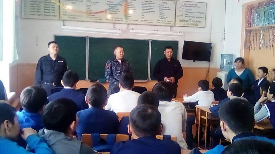 В Туве росгвардейцы провели урок мужества в сельской школе