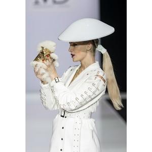 Появление крошечного шпица на Недели моды в Москве произвело фурор