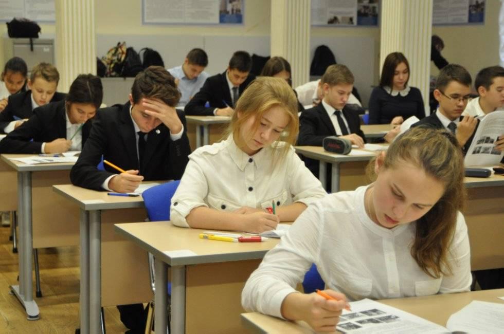 Школьники соревнуются за победу в олимпиаде по английскому языку