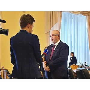 Владимир Семенов принял участие в торжественном заседании Тюменской областной Думы