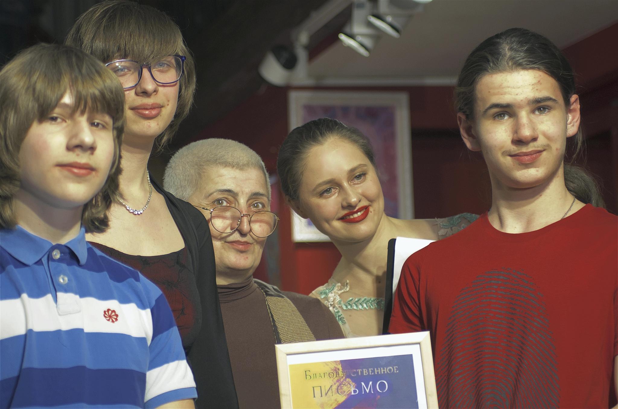 Мария Штейнберг с учениками и Юлия Исакова.