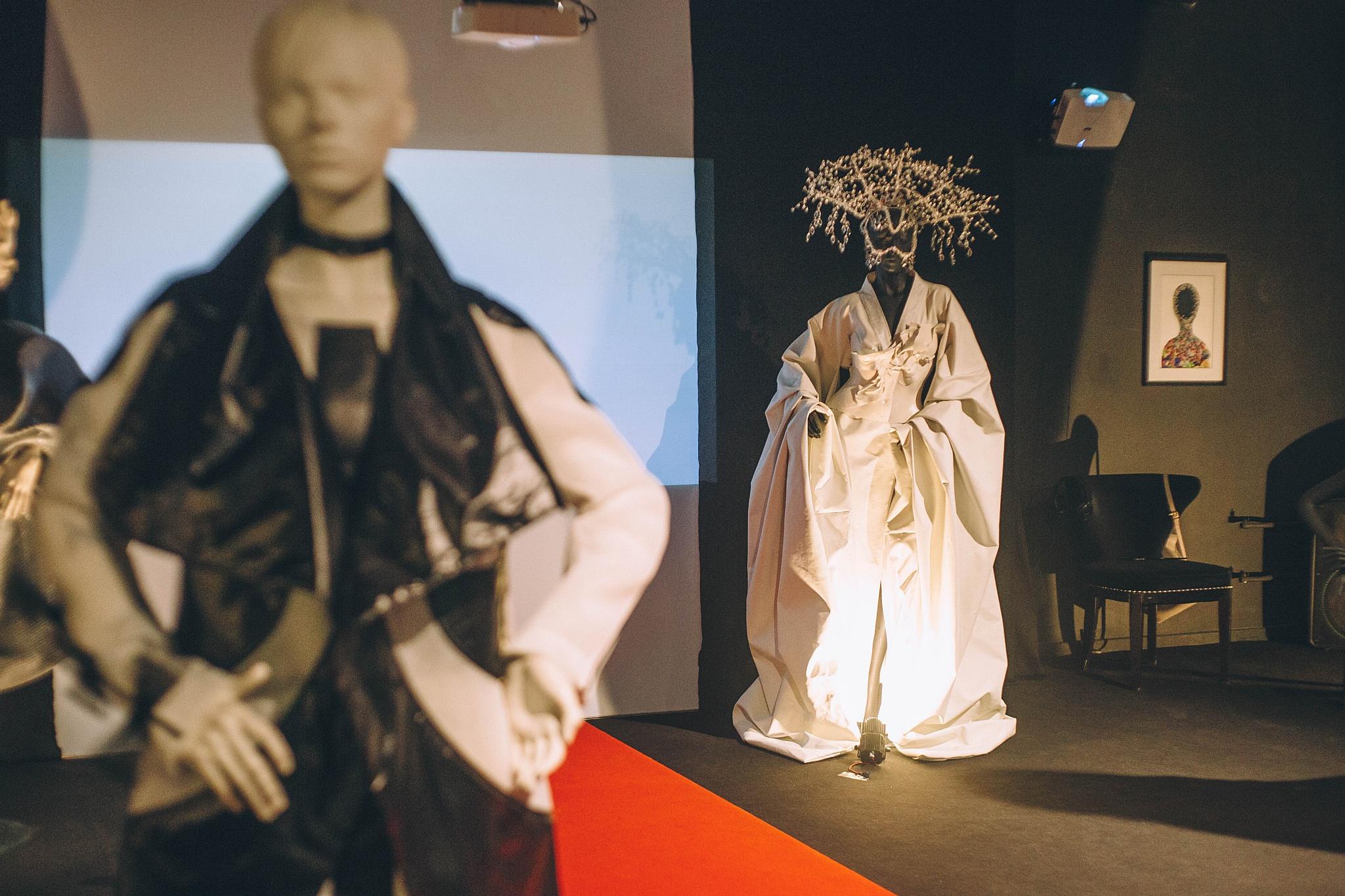 Участники Mercedes Benz Fashion Week Russia представили свои работы в ЦСИ Марс