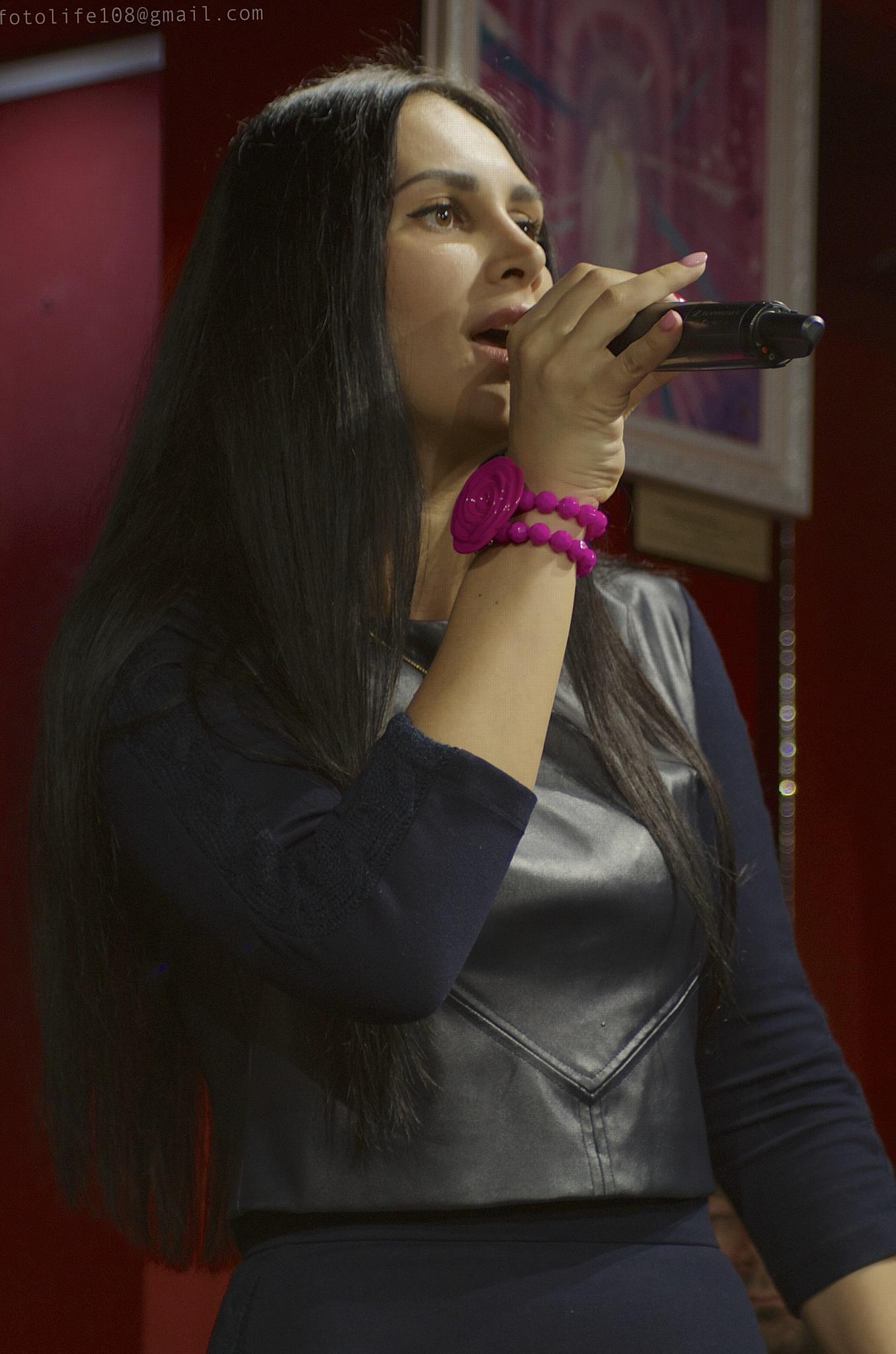 Певица Ronika.