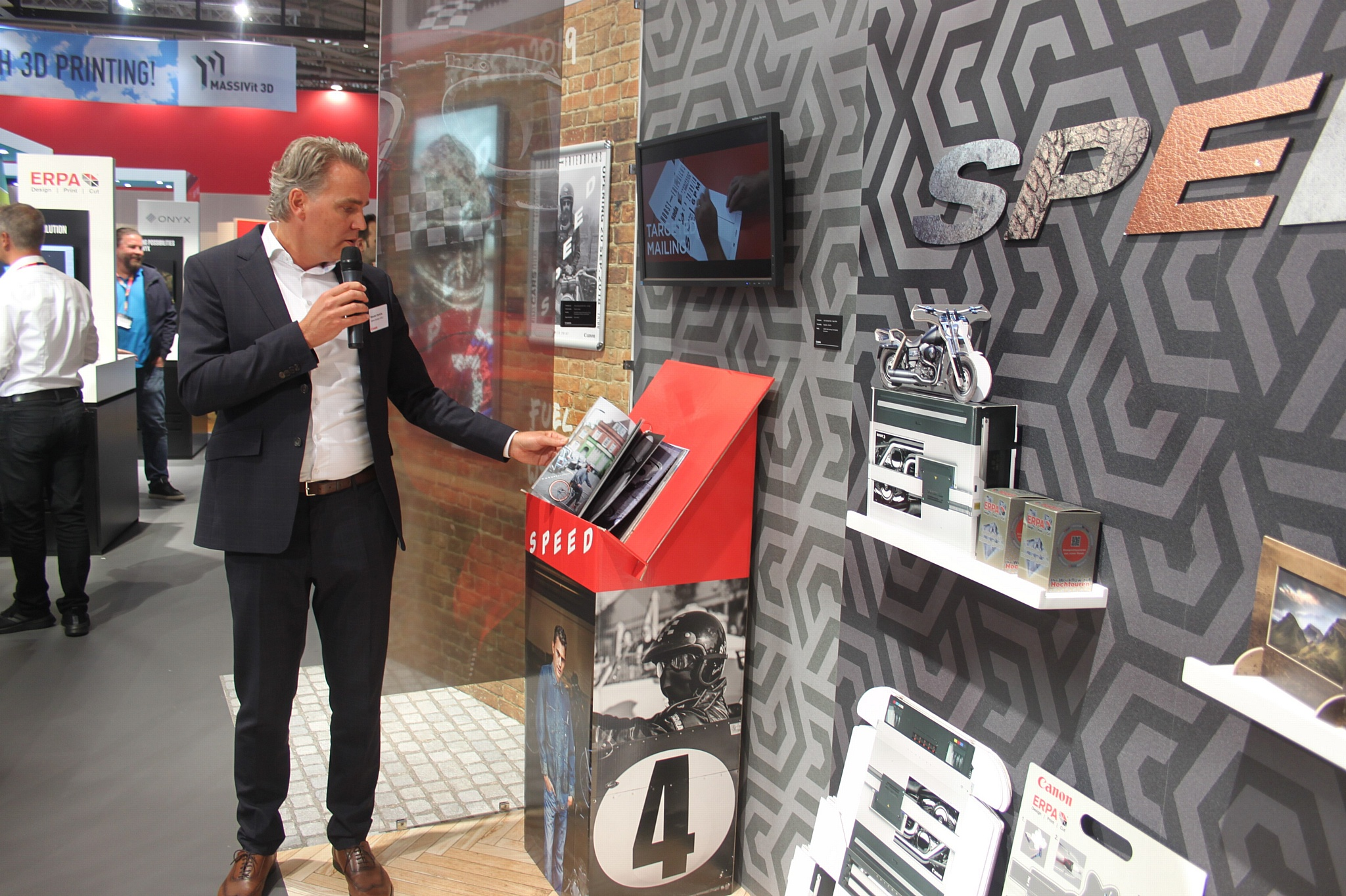 Canon добавил эмоций на выставке Fespa 2019