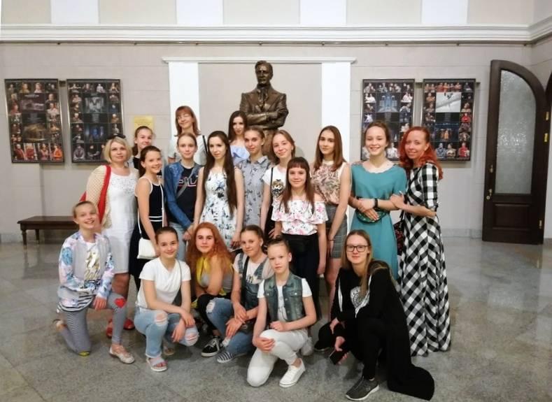 Компания «Декёнинк» выступила спонсором детского хореографического коллектива «Радость»
