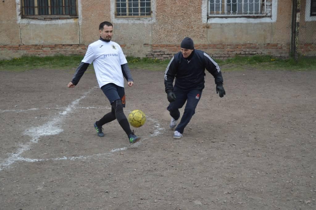 В ЛИУ-42 Кемеровской области состоялся матч по мини-футболу между священниками и осужденными