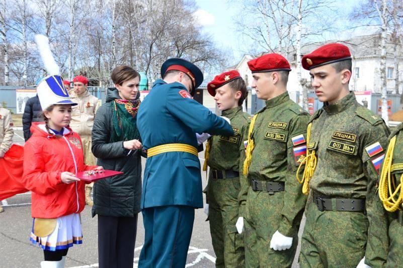 В воинской части Восточного округа Росгвардии состоялась церемония посвящения школьников в юнармейцы