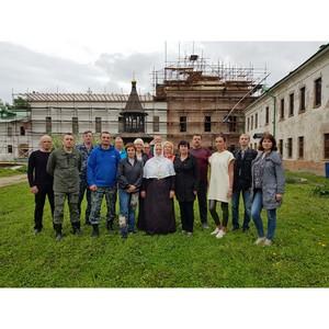 Ярославские таможенники провели весенний субботник в монастыре