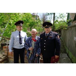 В Волгограде сотрудники транспортной полиции поздравили ветеранов Великой Отечественной войны