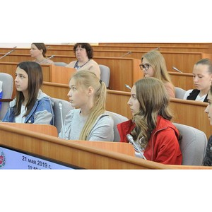 Школьники со всей республики посетили Верховный Совет Хакасии в рамках проведения парламентских уроков