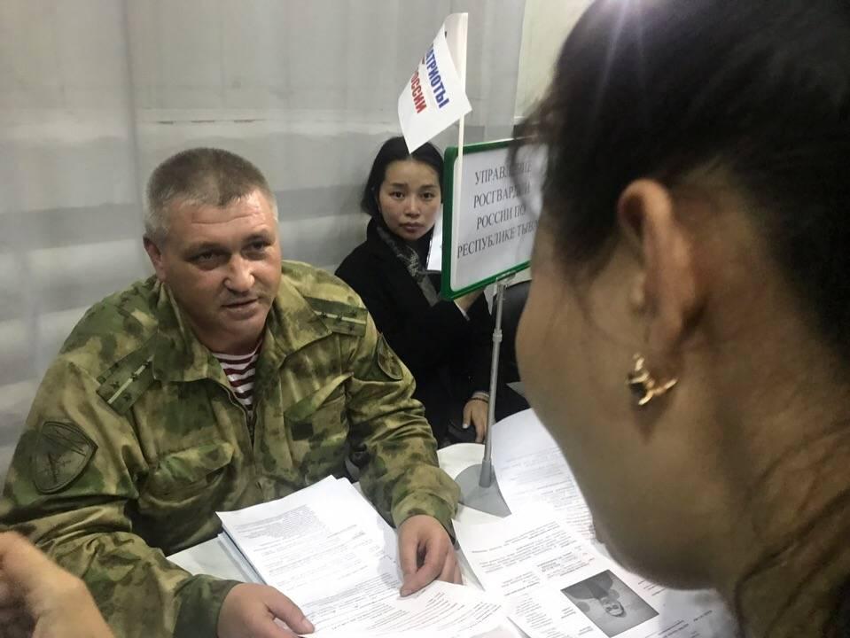 Росгвардия Тувы приняла участие в региональной ярмарке вакансий