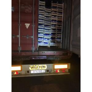 Четыре грузовика с товарами из списка продуктового эмбарго задержали  смоленские таможенники