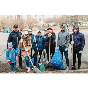 Корпоративные волонтеры прибрали парки и скверы Екатеринбурга в рамках эко-акции «Весенняя парковка»