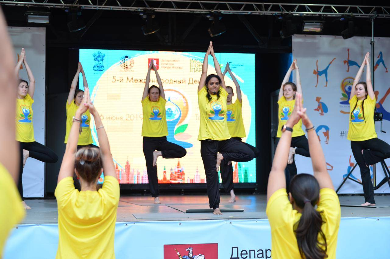 Посольство Индии провело празднование Международного дня йоги