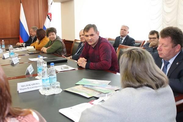 После встречи с активистами ОНФ губернатор Камчатки пообещал помочь жителям поселка Чапаевка