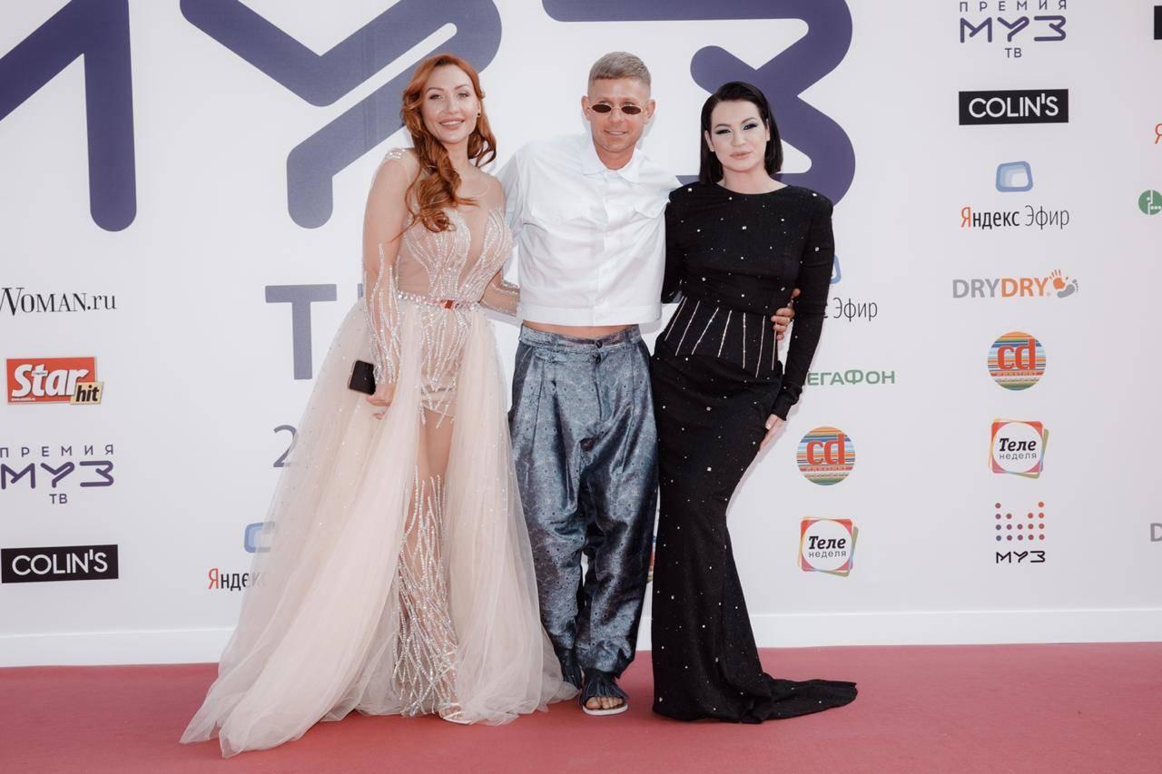 Самые летние гости на летней премии: Митя Фомин и Ксения Недодаева