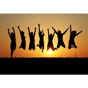 ВЦИОМ: Общительность, спортивность и материализм — главные отличительные черты современной молодежи?