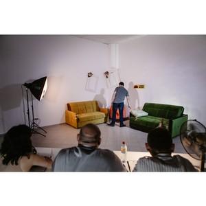 В Твери на кастинге тестировщики диванов вступили в ментальную связь со спинкой дивана