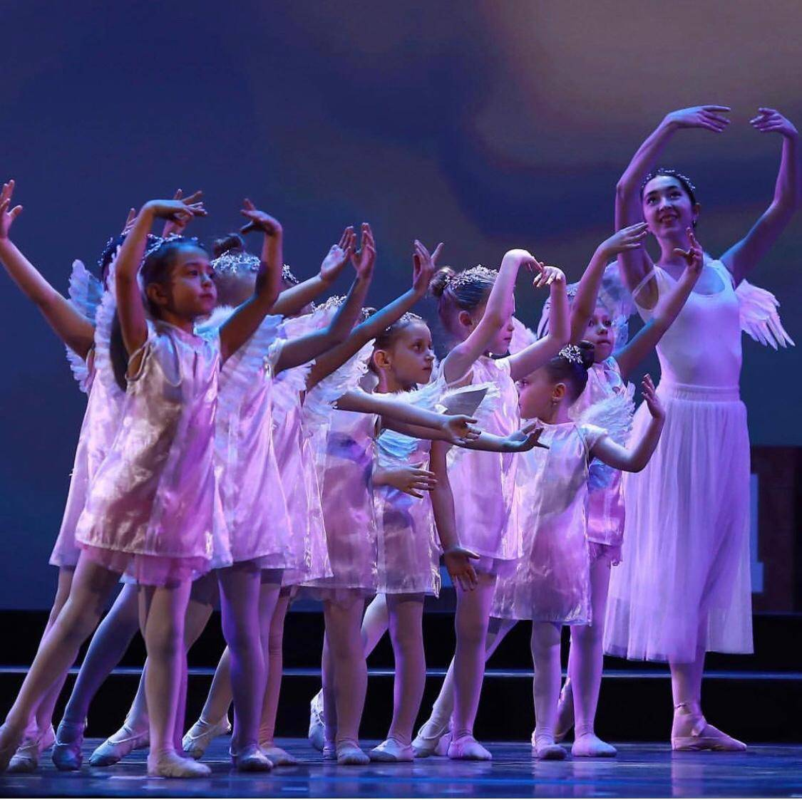 100 балерин от 3 лет на сцене Кремля в благотворительном проекте «Мы все из одной глины»