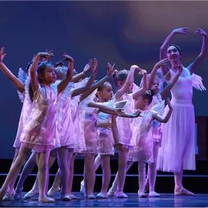 100 балерин от 3 лет на сцене Кремля в проекте «Мы все из одной глины»