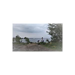 Активисты ОНФ организовали уборку берега Онежского озера в Петрозаводске