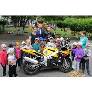 Тюменский депутат рассказал детям о правилах безопасного поведения на дорогах