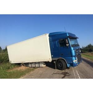 Ушёл в кювет: грузовик с товаром пытался скрыться от смоленских таможенников