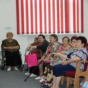 """Специалисты ставропольской службы """"Телефон доверия"""" посетили геронтологический центр"""