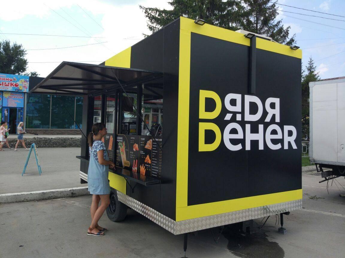 Мобильный павильон «Дядя Дёнер» в Новосибирске.