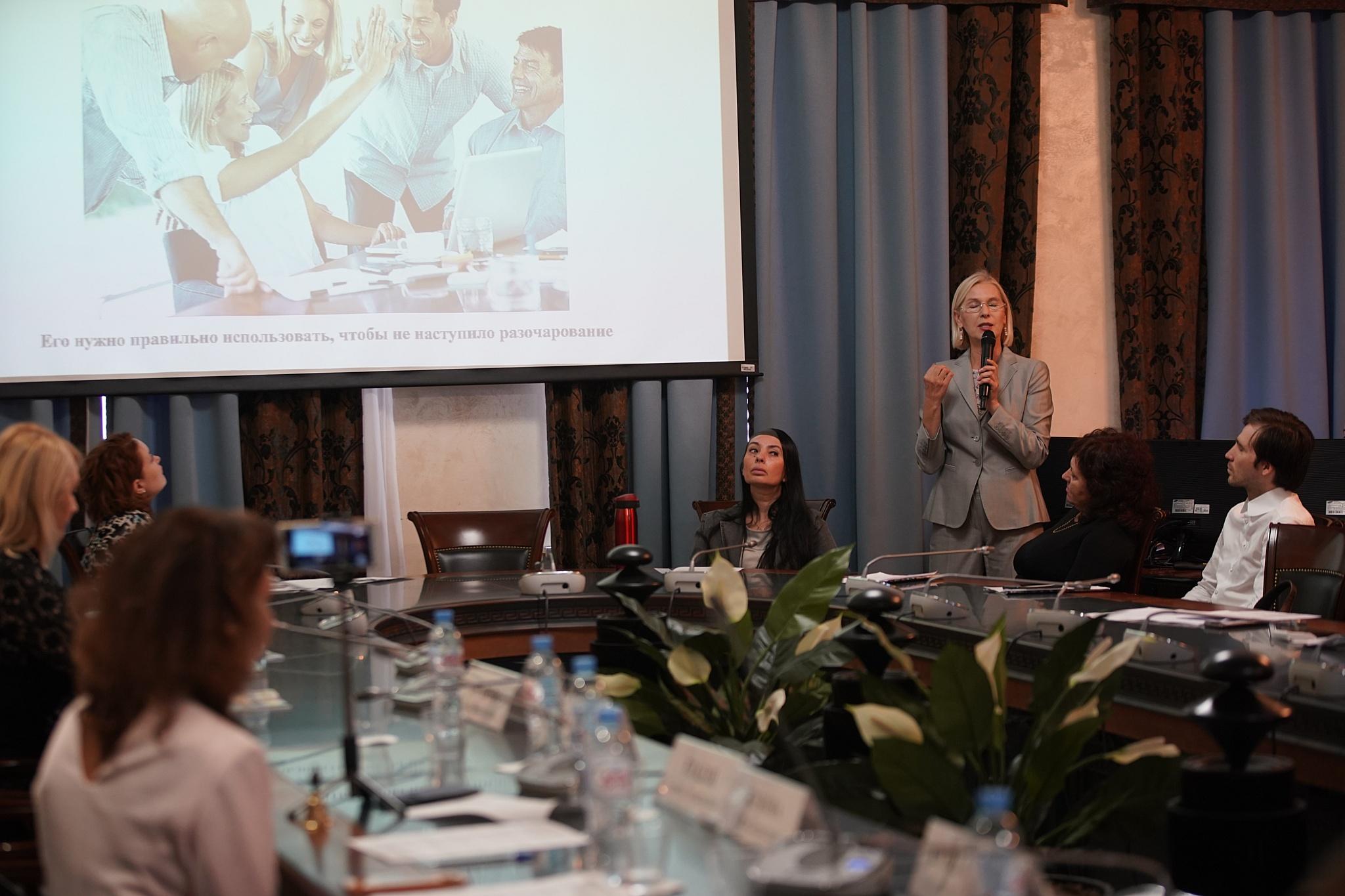 Жукова Елена Борисовна делится информацией о Золотом клубе предпринимателей