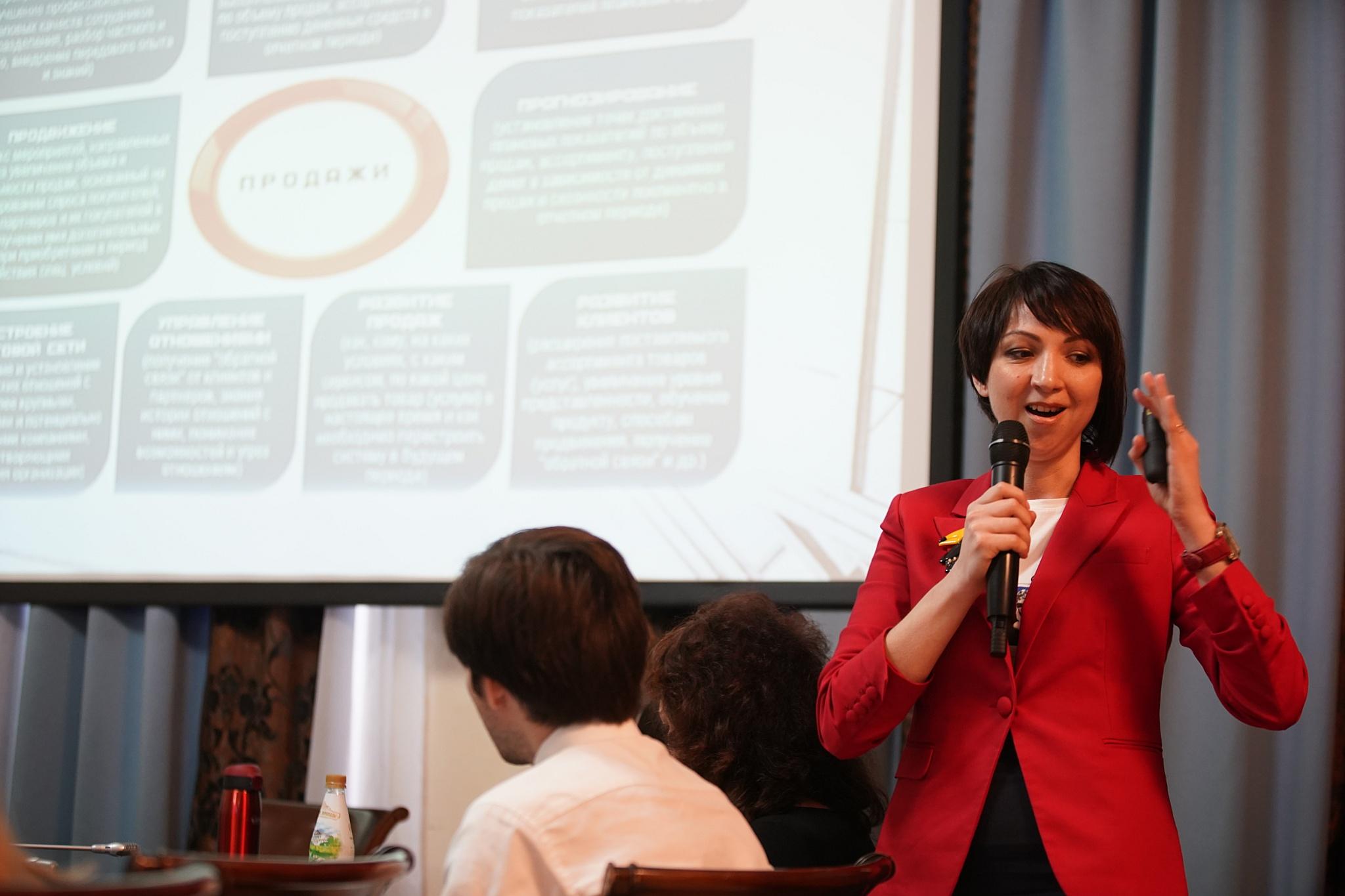 Гусева Олеся Леонидовна с упоением рассказывает о продажах