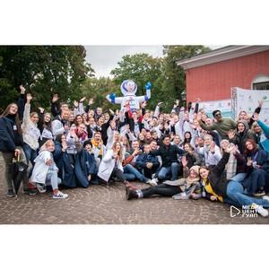 Более 2,5 тысяч первокурсников прошли парадом в самом сердце Петербурга