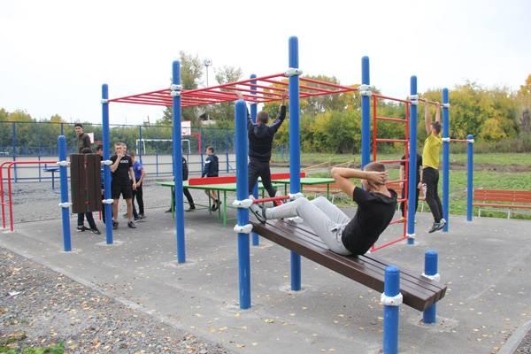 Специалисты ИК-43 построили спортивную площадку для кадетского корпуса МЧС