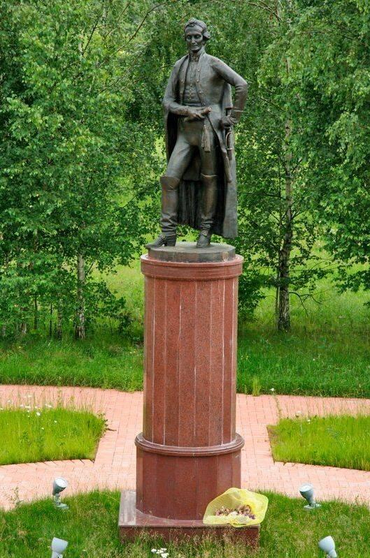 Памятник А.В. Суворову в Рождествено-Суворово, открыт в 1997 году