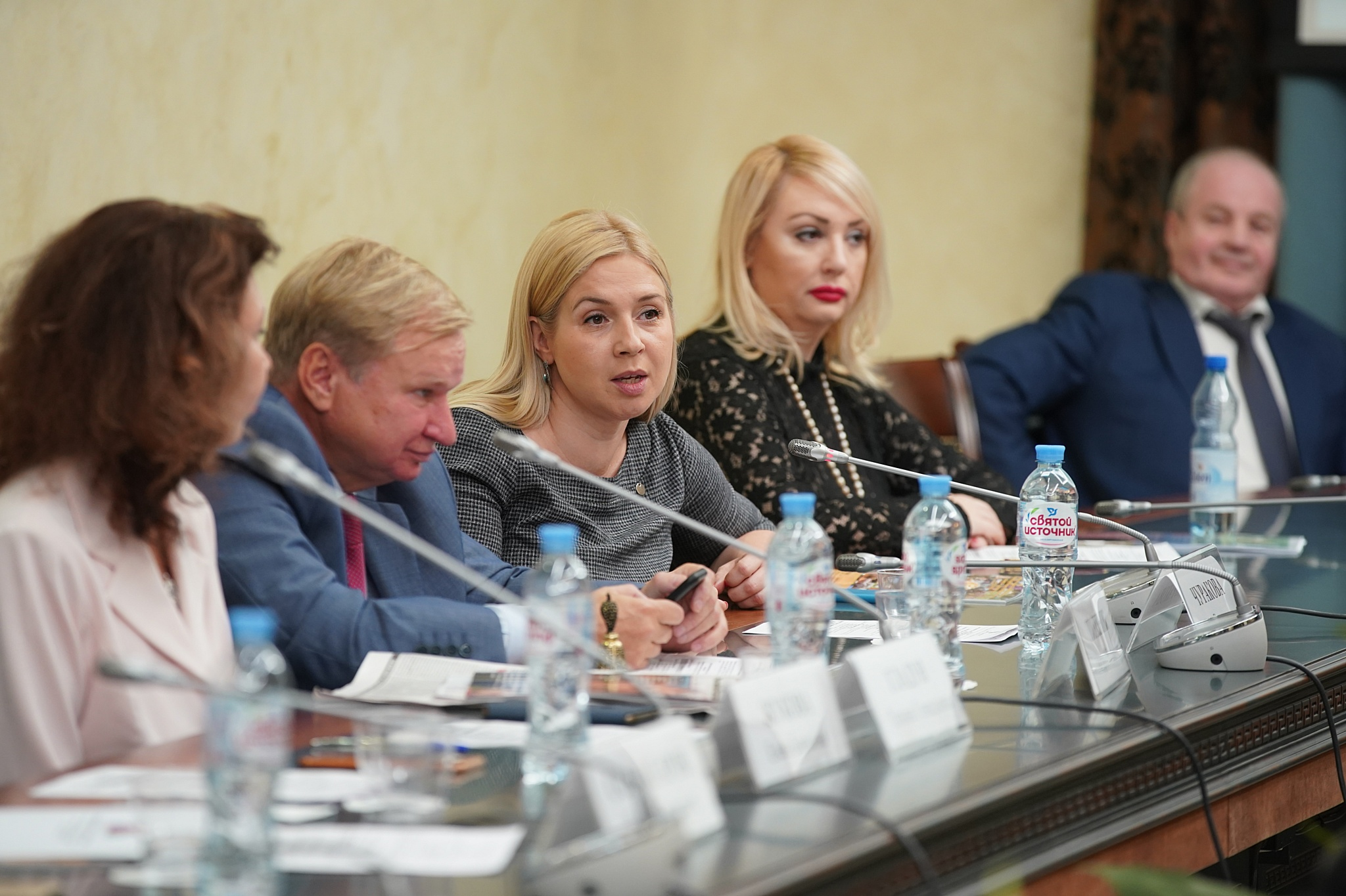 Анна Викторовна Чуракова, Член Общественной палаты РФ, член Комиссии Общественной палаты РФ по развитию экономики, предпринимательства, сферы услуг и потребительского рынка.
