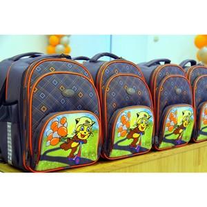 Первоклассники получили рюкзаки от «Липецкцемента» в подарок