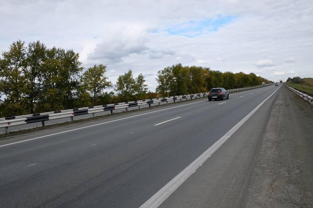 На автодороге М-5 устанавливают современные светоотражающие элементы