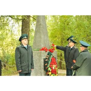 Смоленские таможенники возложили цветы к Вечному огню
