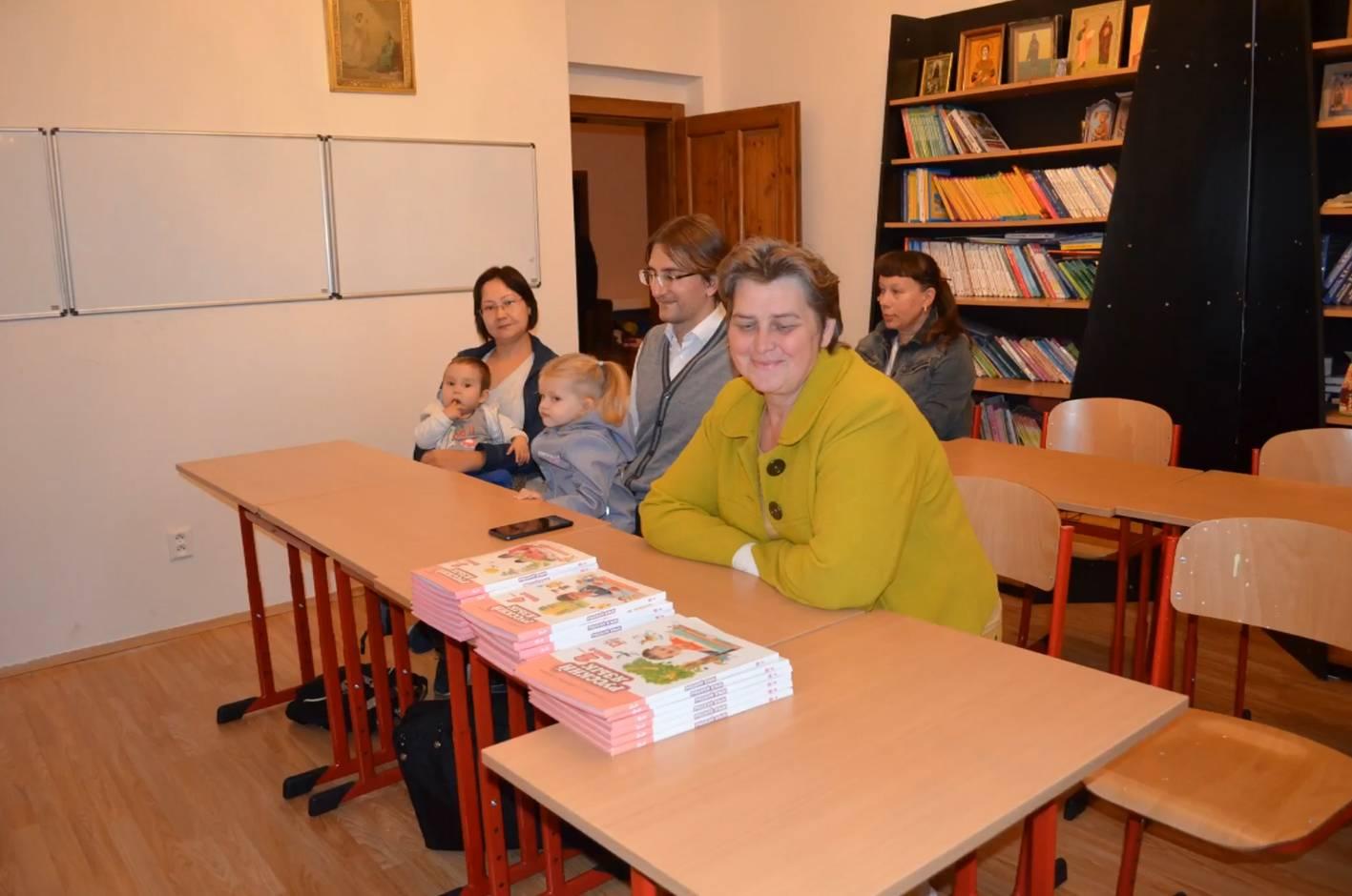 Русская гимназия в Чехии получила от «Русского слова» учебники по русскому языку