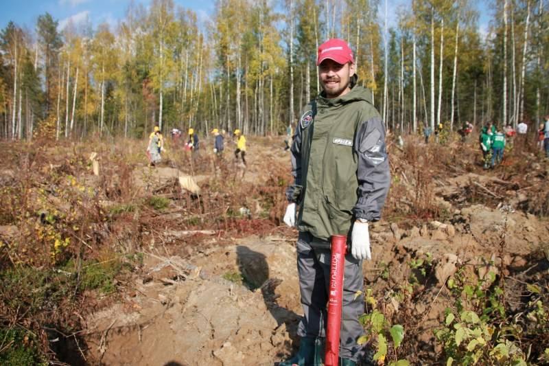 Молодежка ОНФ в Коми высадила 200 саженцев ели в Сыктывдинском районе