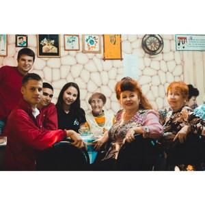 Волгоградская команда Молодежки ОНФ посетила клуб пожилых людей