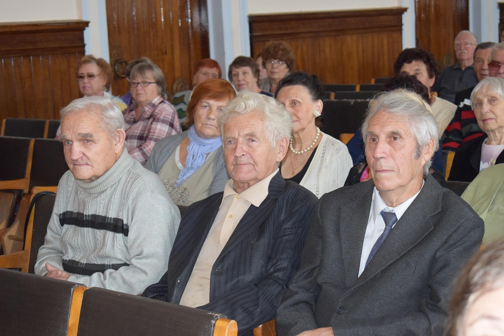 Работники Костромаэнерго поздравили ветеранов с днем пожилых людей