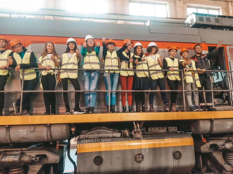 Школьники побывали в  депо Раздольное