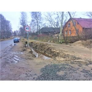 Благодаря ОНФ Карелия засыпали опасный котлован на дороге в школу